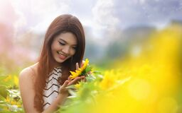 Portrait of woman in sunflower field Stock Photography