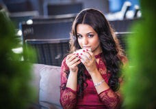 Portrait woman with a tea mug in cafe Royalty Free Stock Photography