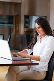 Portrait of a woman using a notebook Royalty Free Stock Photos