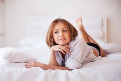 Portrait of young beautiful woman on bed Royalty Free Stock Images