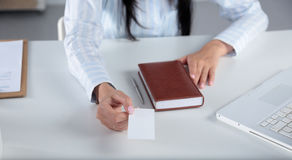 Portrait of young business woman holding blank white business card Royalty Free Stock Photos