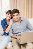 Portrait of young couple using a laptop Royalty Free Stock Images