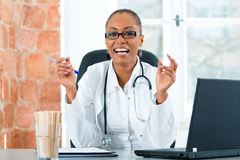 Portrait of young female doctor in clinic Royalty Free Stock Photos