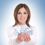 Portrait of a young female doctor holding pills Royalty Free Stock Photography