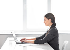 Portrait of young pretty business woman with laptop in the offic Royalty Free Stock Photography
