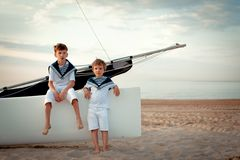 Portrait of young sailors near yacht Royalty Free Stock Photos
