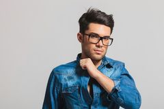 Portrait of young smart casual man with eyeglasses Royalty Free Stock Photos