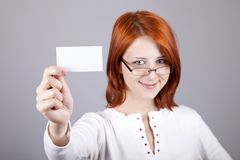 Portrait of an young woman with blank white card Royalty Free Stock Photography