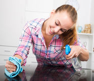 Portrait of young woman cleaning Royalty Free Stock Photography