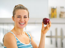 Portrait of young woman holding apple Royalty Free Stock Photos