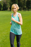 Portrait of a young woman jogging Royalty Free Stock Photos
