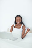 Portrait of a young woman purchasing online Royalty Free Stock Photos