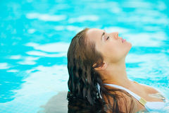 Portrait of young woman relaxing in pool Royalty Free Stock Photos