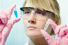 Woman scientist in laboratory Royalty Free Stock Images