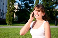 Portrait of young woman talking on cell Royalty Free Stock Photography