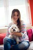 Portraite девушки с ее собакой Стоковая Фотография