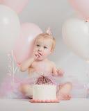 Portraits an d'un anniversaire avec le gâteau et les ballons de fracas Image stock