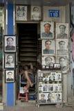 Portraits de Mao Zedong se vendant sur la rue dans Guangzhou photographie stock libre de droits