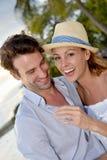 Portraot romantyczna para w zwrotnikach przy zmierzchem Zdjęcia Stock