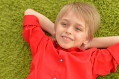 Portrat des blonden kleinen Jungen Lizenzfreie Stockbilder