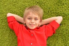 Portrat des blonden kleinen Jungen Stockbilder