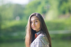Portrate des Mädchens mit dem langen Haar Lizenzfreie Stockfotos