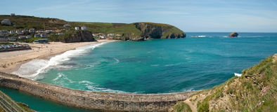 Portreath海滩和码头, Cornwall英国全景。 免版税库存图片