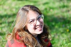 Portreit av en ung flicka royaltyfri foto