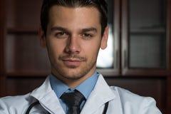 portretów doktorscy męscy potomstwa fotografia stock
