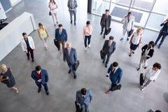 Portretów ludzie biznesu w kostiumu iść na biznesowym spotkaniu zdjęcia royalty free