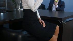 Portret ładna, ładna młoda biznesowa kobieta i Fotografia Stock