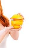 Portret ładna kobieta z grapefruitowym obraz stock