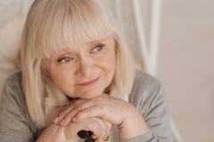 Portret ładna starsza kobieta fotografia royalty free