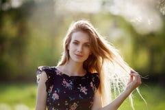 Portret ładny blondynki pozować Obraz Royalty Free