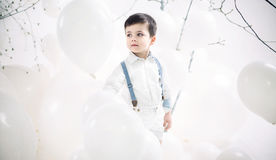 Portret śliczna chłopiec wśród balonów Obrazy Stock