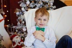 Portret śliczna młoda uśmiechnięta chłopiec Obrazy Royalty Free