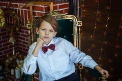 Portret śliczna młoda uśmiechnięta chłopiec, salowy Fotografia Stock