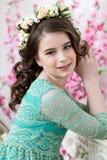 Portret śliczna mała dziewczynka w kwiatu wianku Zdjęcia Royalty Free