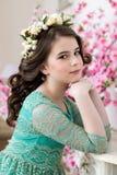 Portret śliczna mała dziewczynka w kwiatu wianku Obrazy Royalty Free