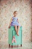 Portret śliczna mała dziewczynka z królików ucho Fotografia Royalty Free