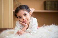 Portret śliczna mała latynoska dziewczyna obrazy royalty free