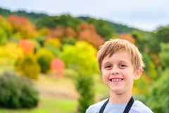 Portret śliczna uśmiechnięta chłopiec Zdjęcie Royalty Free