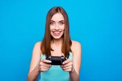 Portret śliczny aktywny energiczny nastoletni nastolatek ma wakacje używa playstation uczucie satysfakcjonował będący ubranym now zdjęcie stock