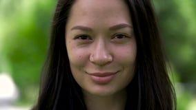 Portret śliczny azjatykci kobiety mruganie z ona oczy Zakończenie zdjęcie wideo