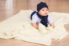 Portret śliczny chłopiec ono uśmiecha się Uroczy cztery miesięcy stary dziecko Zdjęcie Royalty Free