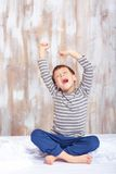 Portret śliczny chłopiec rozciąganie w obraz stock