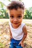 Portret śliczny mały afroamerykanin zamknięci w górę latyno-amerykański chłopiec lub obrazy royalty free
