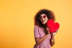 Portret śmiesząca dosyć afro amerykańska kobieta Zdjęcie Stock