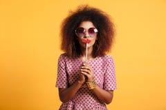 Portret śmieszna afro amerykańska kobieta w retro stylu Zdjęcie Stock
