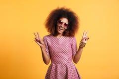 Portret śmieszna afro amerykańska kobieta w retro stylu Zdjęcia Stock